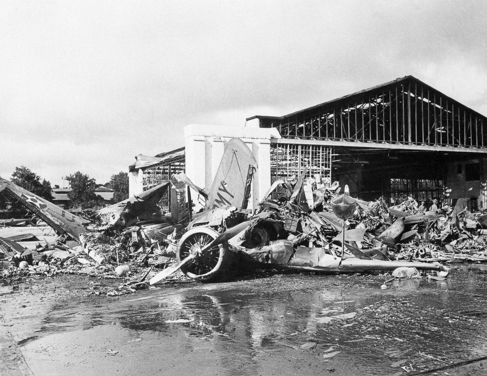 من آثار الهجوم الياباني على ميناء بيرل هاربور الأمريكي