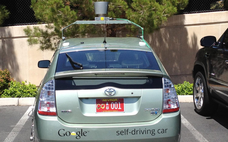 اعتماد جوجل على سيارات تويوتا بريوس لتطوير السيارات ذاتية القيادة كأكبر مساهمة في تطوير الذكاء الاصطناعي