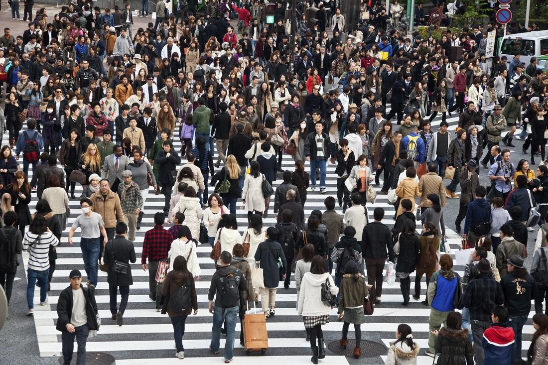 من المحتمل كثيراً أن يضل السائح طريقه في اليابان وذلك ما يحتم عليه الاحتكاك بأحد أفراد المجتمع الياباني