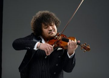 عازف الكمان المبدع تارو هاكاسي