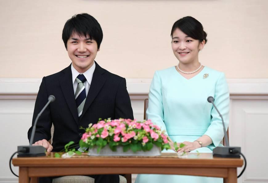الأميرة ماكو تعلن عن خطبتها رسمياً من كومورو بمباركة الإمبراطور