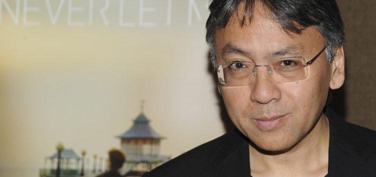 الروائي كازو إيشيغورو الفائز بجائزة نوبل للآداب