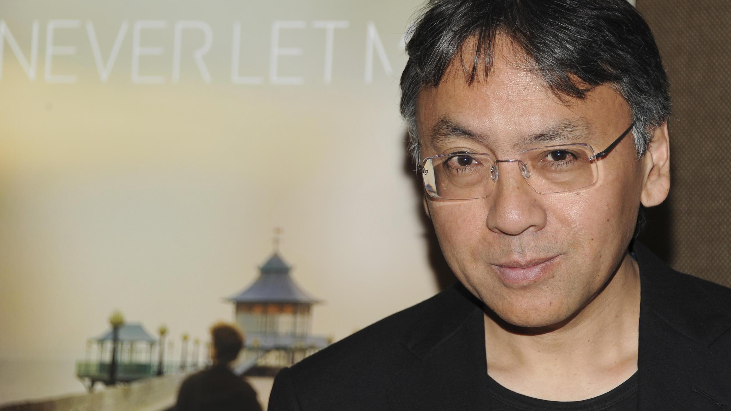 """فوز الروائي """"كازو إيشيغورو"""" بجائزة نوبل للآداب"""