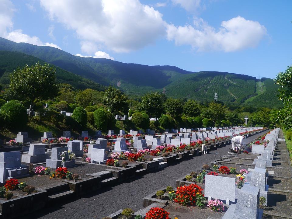 إحدى المقابر في اليابان