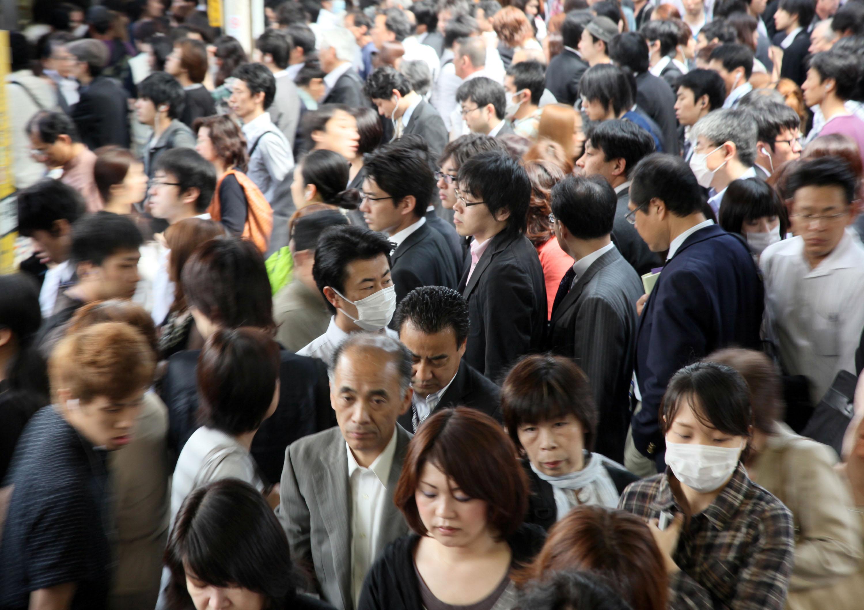 ارتفعت مبيعات سوق الأقنعة إلى 3 أضعاف المعتاد نتيجة المخاوف من موجة الإنفلونزا في 2009