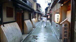 زقاق بونتوتشو الشهير في كيوتو (先斗町)
