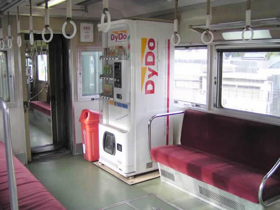 توجد ماكينات البيع في كل مكان! فقد تجدها حتى في القطارات في حال لو نسيت أن تشتري شيئاً من المحطة