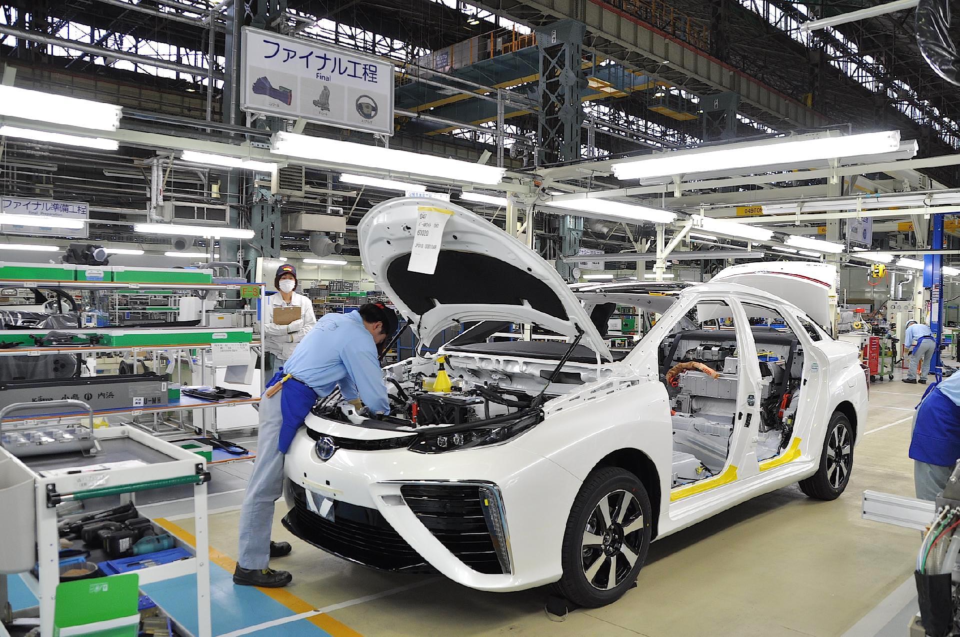 استثمارات قياسية لعمالقة صناعة السيارات اليابانية