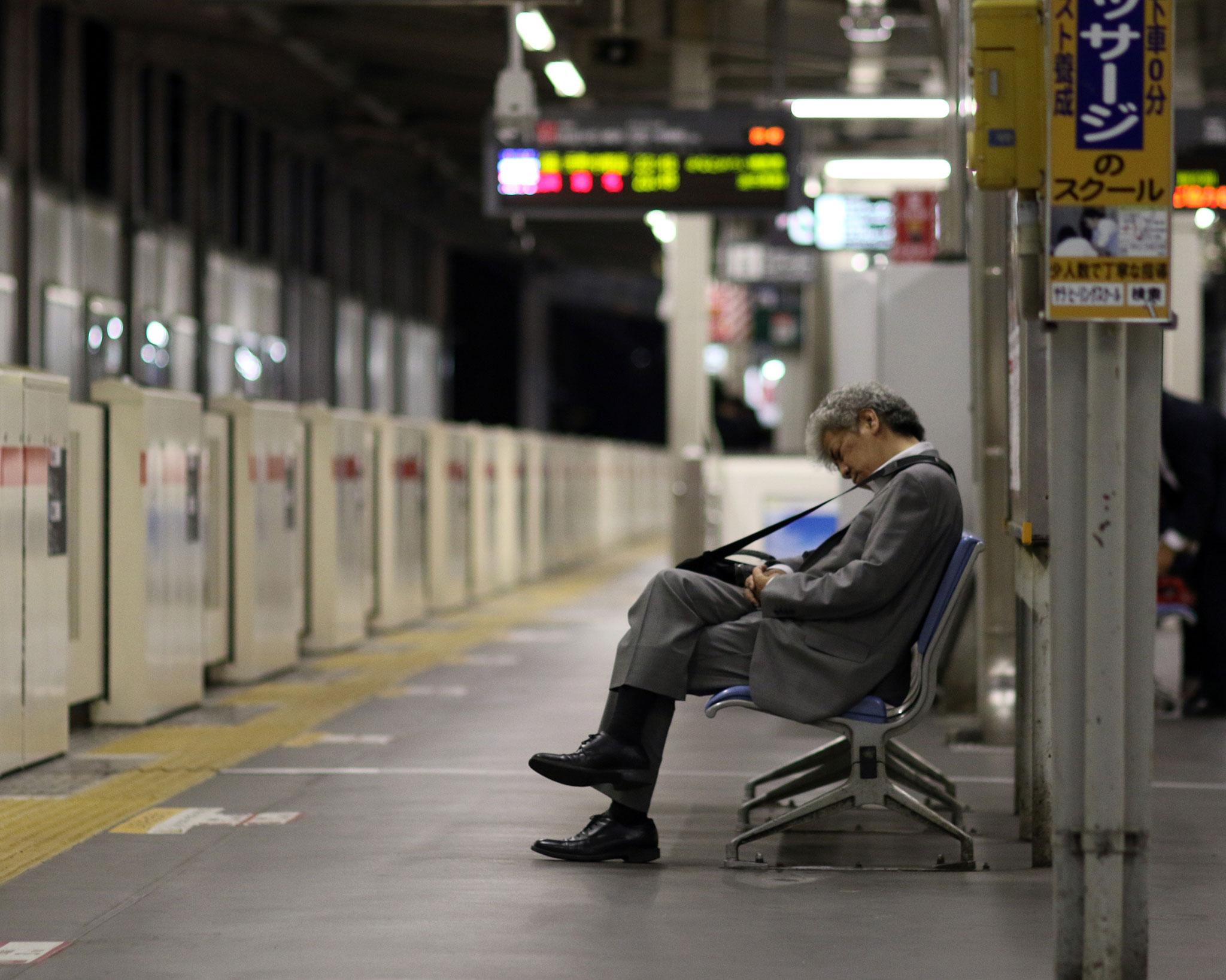 الالتزامات الاجتماعية في اليابان قد تؤدي إلى العزلة