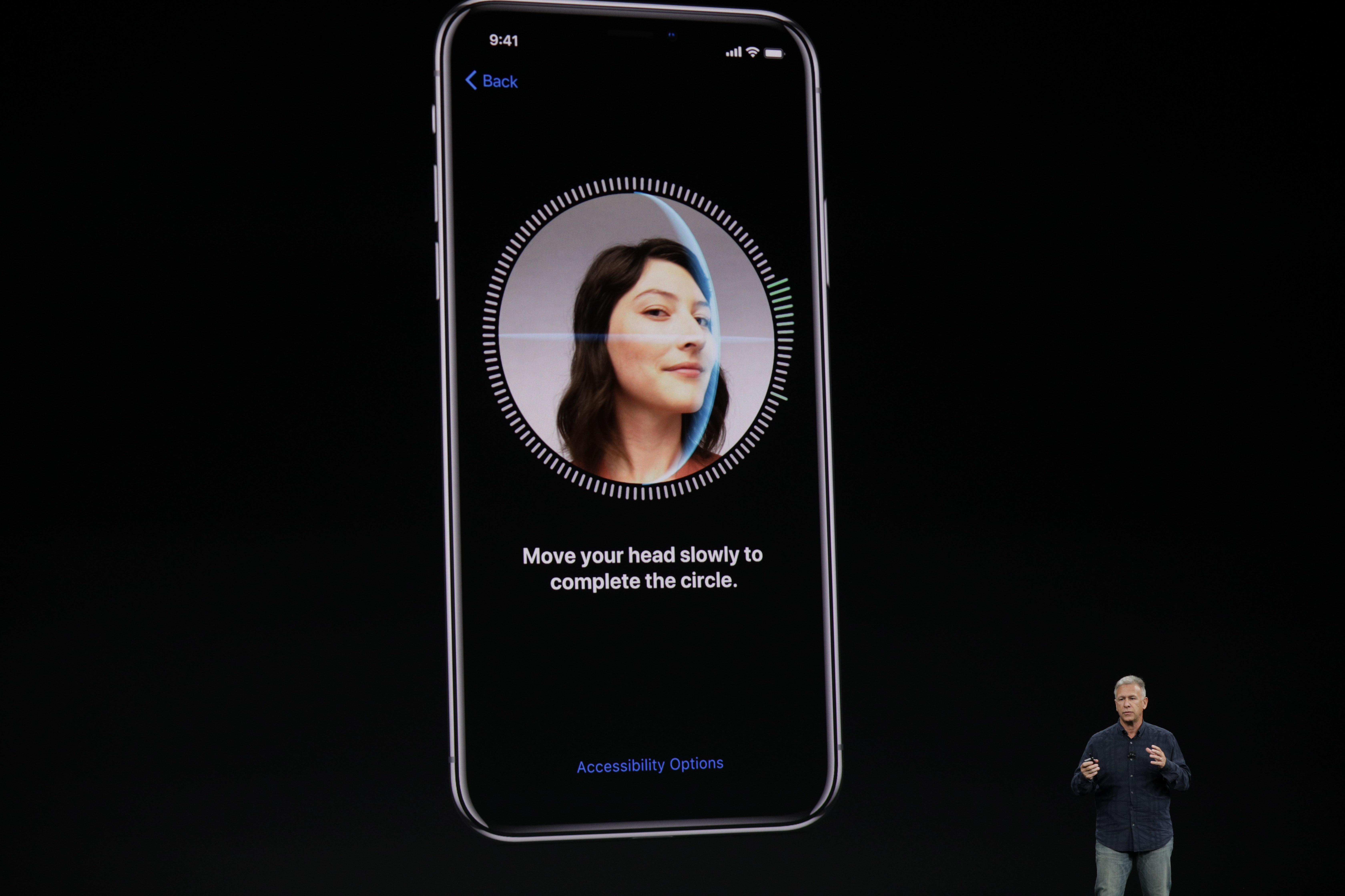استخدام تقنية التعرف على الوجوه في هاتف الآيفون الجديد