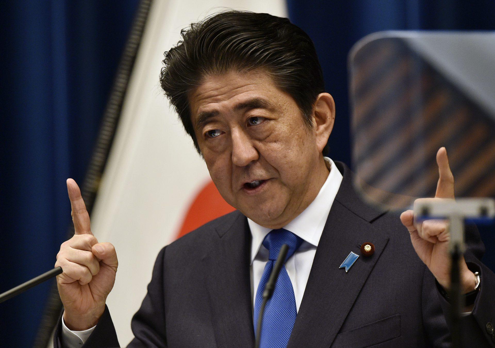 رئيس الوزراء الياباني يتوعد بتعامل حكومته بحزم مع قرار المحكمة الكورية