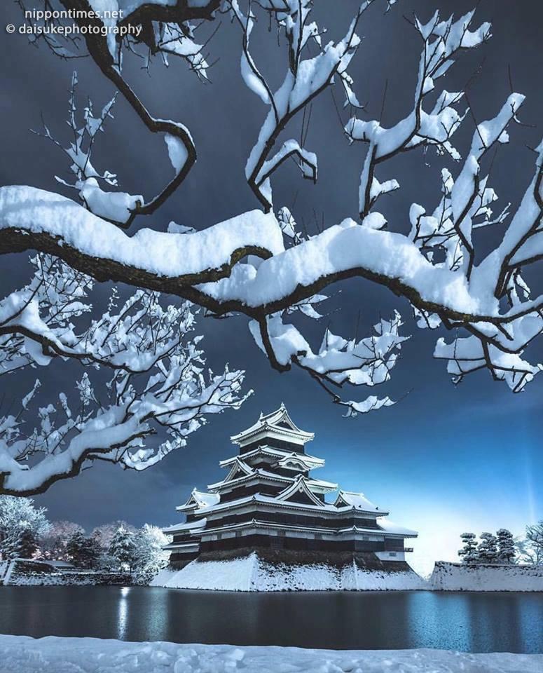 قلعة ماتسوموتو مغطاة بالثلج