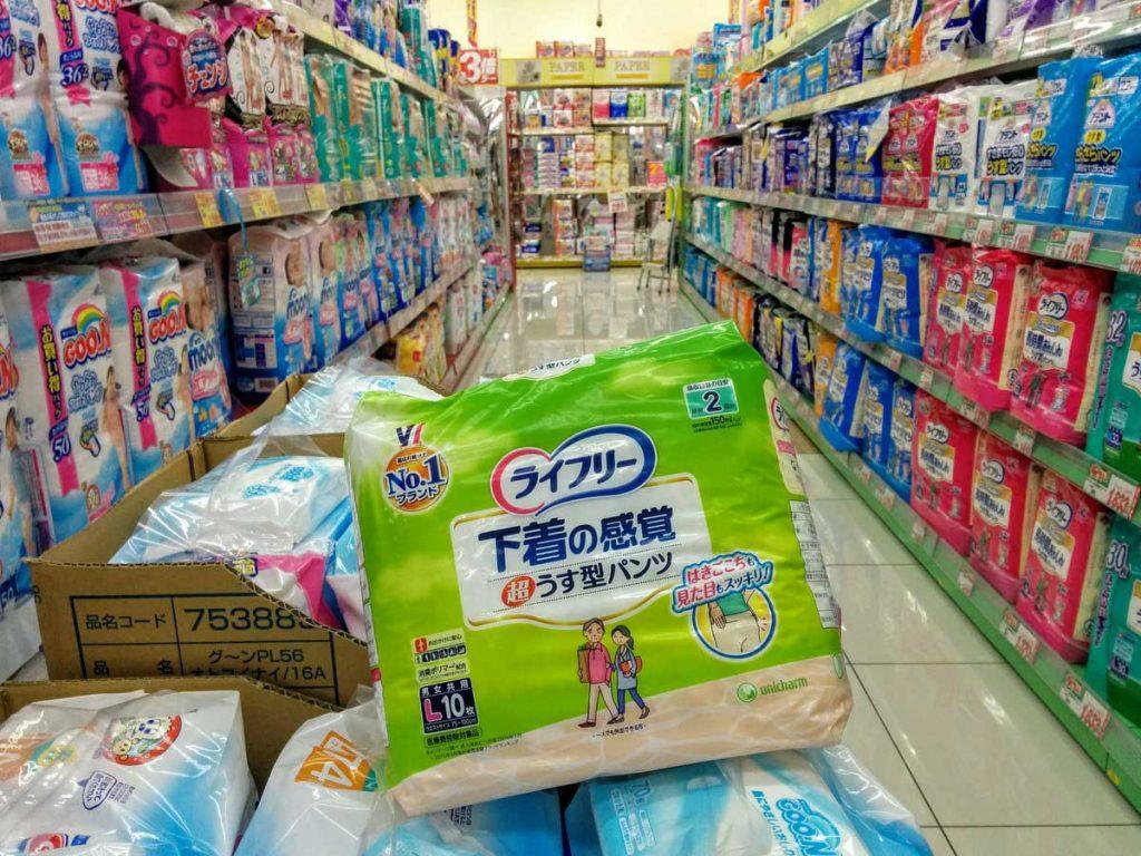 | Image: robotopia أصبحت الحفاضات المخصصة للكبار تباع بنسبة أكبر بالمقارنة مع حفاضات الأطفال في الأسواق اليابانية