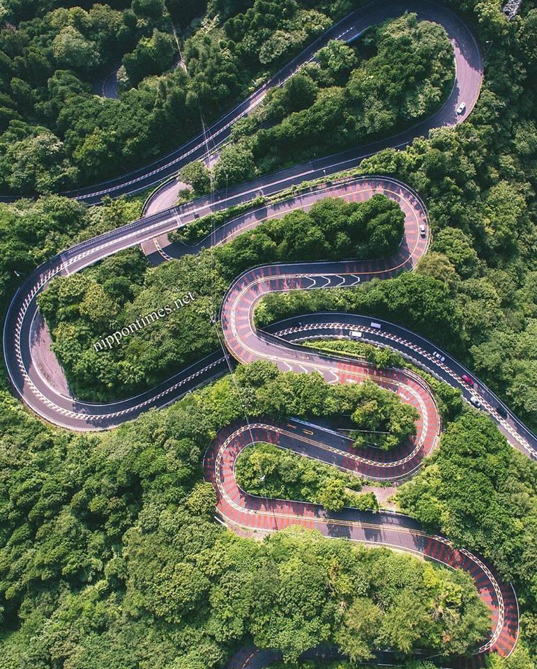 الطرق الجبلية بين ثنايا جبل كيريغامين البركاني والذي يصل ارتفاعه إلى نحو 2 كيلومتر. ويقع في ناغانو. Credit: Yasuhiro Kurata