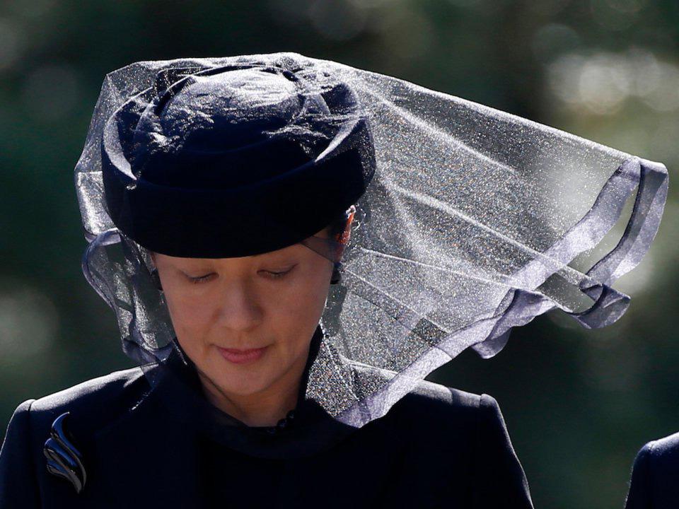 """الأميرة """"ماساكو"""" في جنازة الأمير """"ميكاسا"""" عم الإمبراطور السابق """"أكيهيتو"""" في عام 2016 – المصدر: AP"""