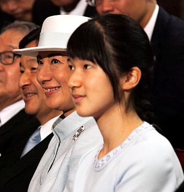 الأميرة آيكو مع والديها ولي العهد ناروهيتو والأميرة ماساكو 2016