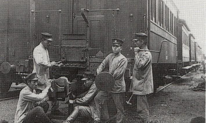 أول خط سكك حديدية في اليابان