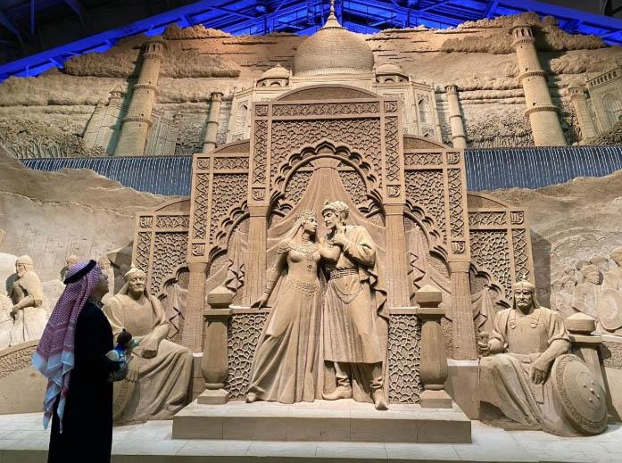 منحوتة تمثل الثقافة العربية في متحف توتوري للرمال في محافظة توتوري