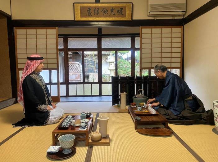 مراسم تقديم الشاي التقليدية مع شمس قمر
