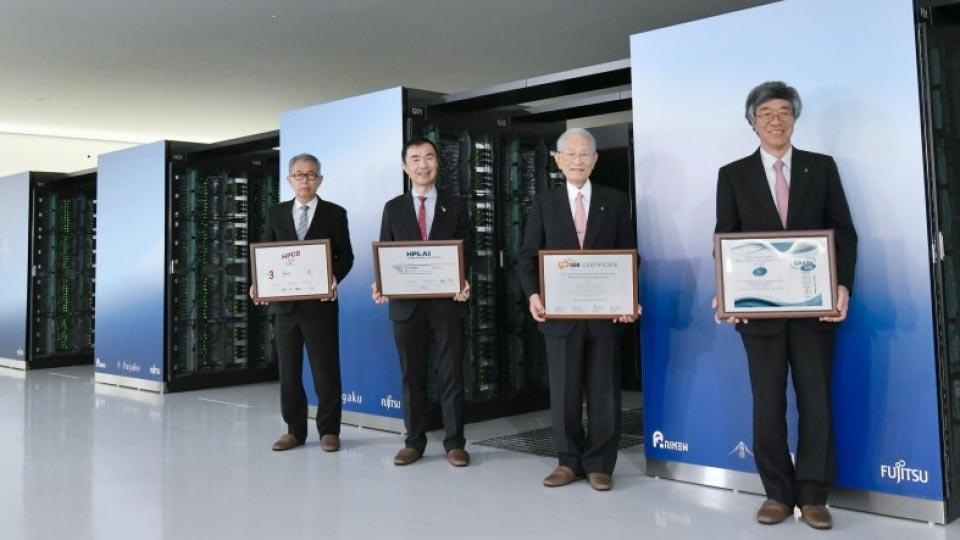 مسؤولون وعلماء شاركوا في مشروع تطوير الحاسوب الجديد | عبر كيودو